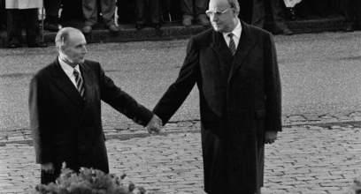 helmut-kohl-et-francois-mitterrand-le-22-septembre-1984